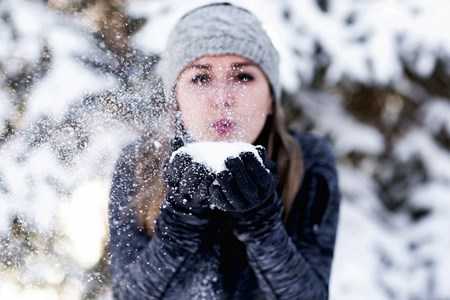 Using ice to reduce cold sore pain