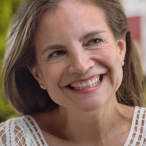dr. Lisa Mazari